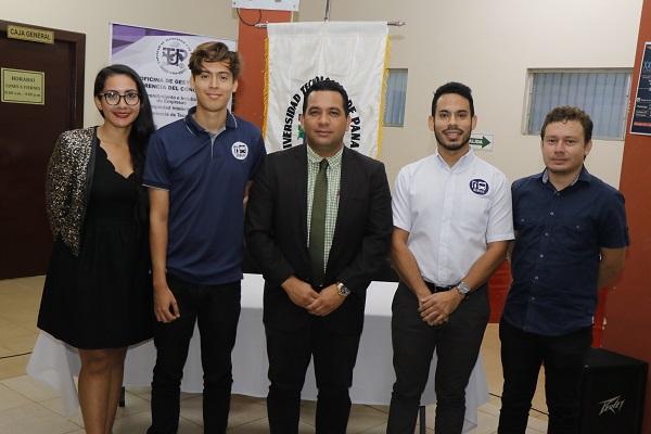 Emprendedor y egresado de UTP Veraguas, junto a enlace de DGTC, Director de Tránsito en Veraguas.